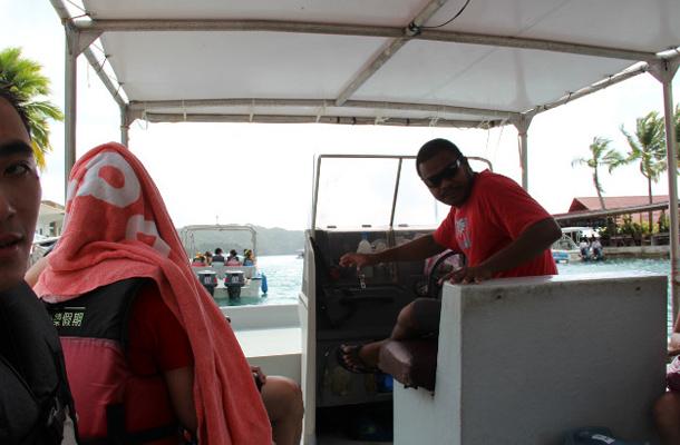 坐船海上浮潜